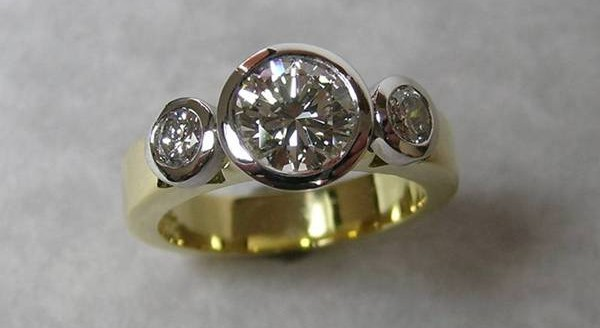 Three round brilliant cut diamond ladies ring