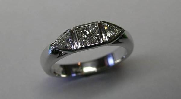 Princess and trilliant cut diamond ladies ring