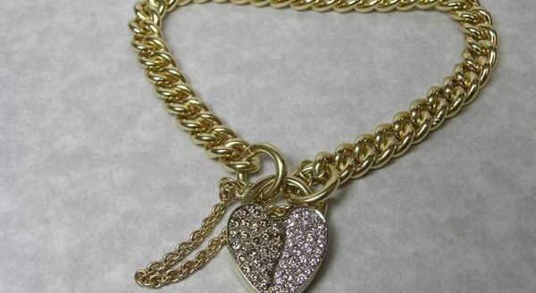 Gold bracelet with diamond set padlock