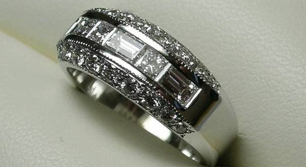 Baguette and princess cut diamond anniversary ring