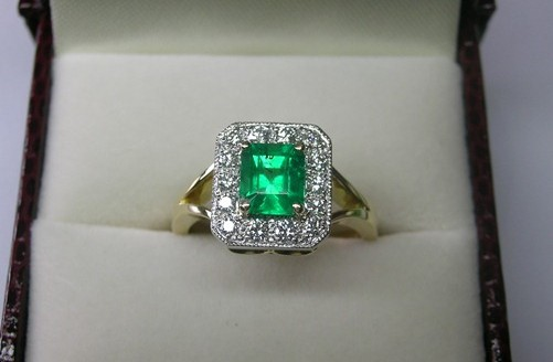 Colombian emerald and diamond ladies dress ring