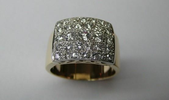 Brilliant cut diamond ladies dress ring