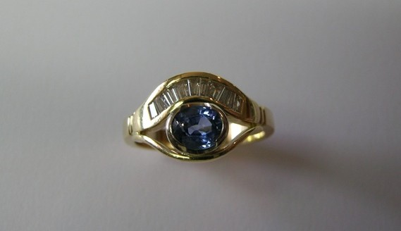 Ceylon sapphire and baguette diamond ring