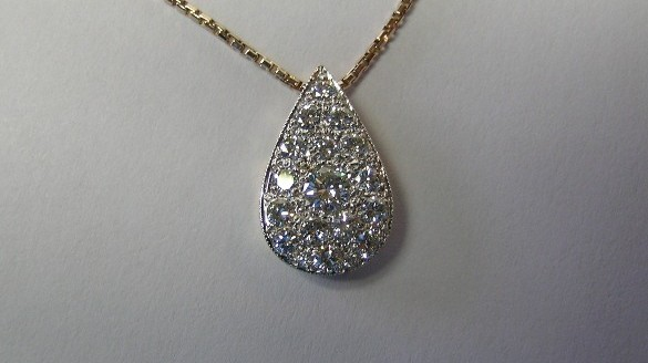 Sparkling diamond pendant