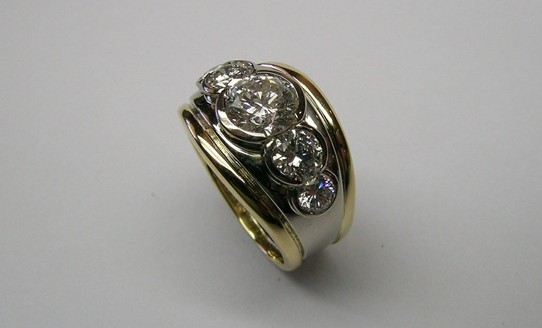 Sparkling five diamond contemporary style engagement ring