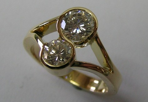 Sensational contemporary style round brilliant cut diamond ladies dress ring