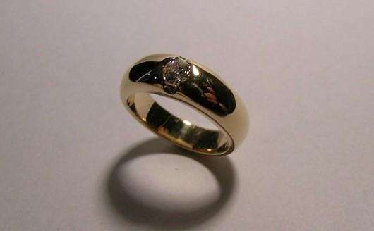 Round brilliant cut diamond ladies dress ring