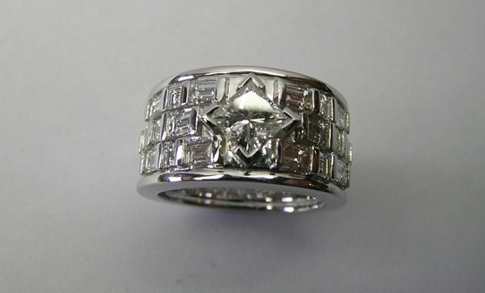 Contemporary style princess cut diamond engagement ring