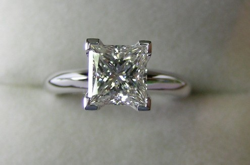 Shimmering solitaire princess cut diamond engagement ring