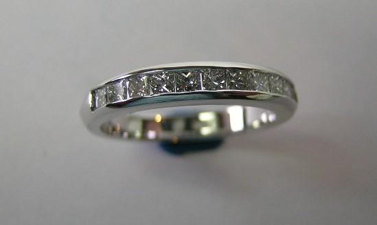 Princess cut diamond ladies wedding ring