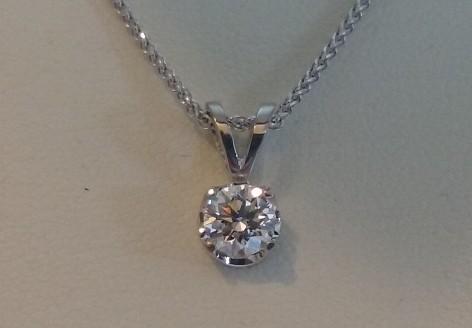 Round brilliant cut diamond pendant